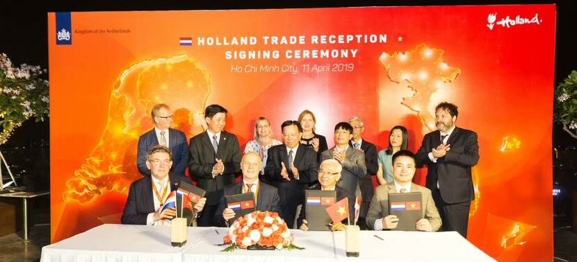 DGGF ondertekening CleanDye fabriek in Vietnam